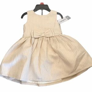 🌸Carters 🌸Baby Girl Dress size 9 months